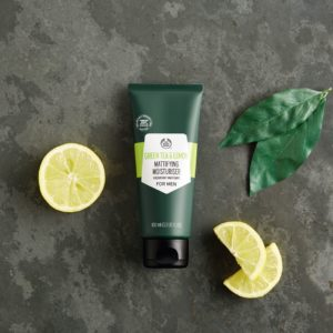 WebImages_1080358_3_Green Tea and Lemon Mattifying Moisturiser_GOLD_PCK_INNEOPS118_m_r (1)